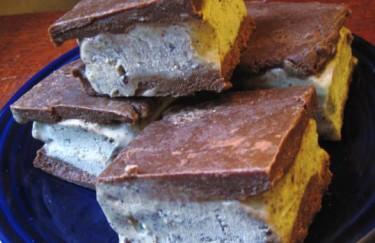 Raw Mint Chocolate Ice Cream Sandwiches